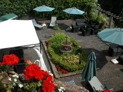 Romantische Terrasse - Burghaus & Villa Kronenburg