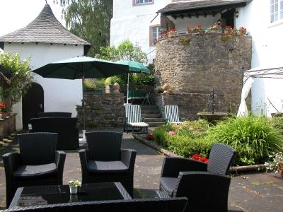 Sonnenterrasse- Burghaus & Villa Kronenburg