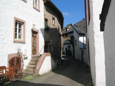 Torbogen Kronenburg Eifel - Burghaus & Villa Kronenburg