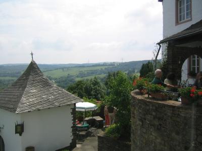 Terrasse mit Aussicht Eifel - Burghaus & Villa Kronenburg