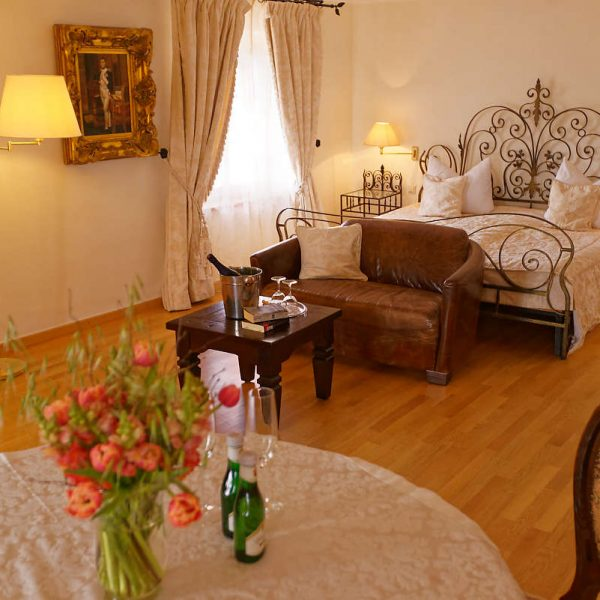 Romantiksuite - Burghaus & Villa Kronenburg