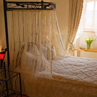 Romantik Doppelzimmer - Himmelbett - Burghaus & Villa Kronenburg