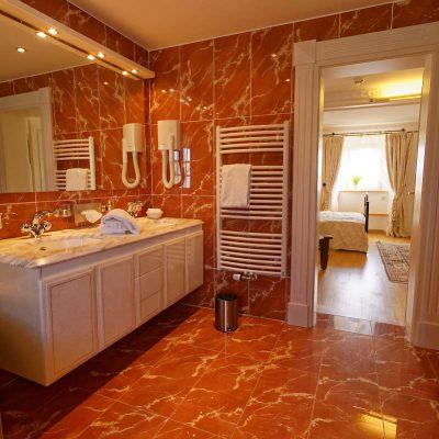 Romantik Doppelzimmer - Marmorbad - Burghaus & Villa Kronenburg