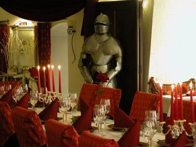 Historisches Restaurant - Burghaus & Villa Kronenburg