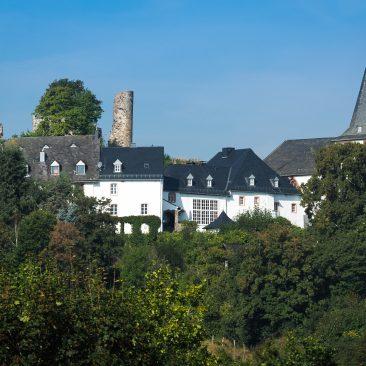 Blick auf Kronenburg - Burghaus & Villa Kronenburg