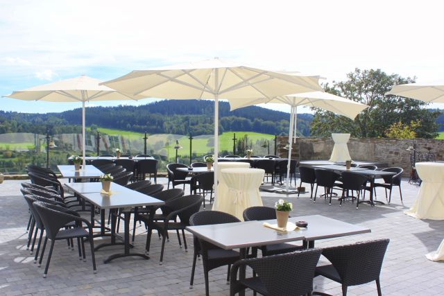 Terrasse mit Ausblick - Burghaus & Villa Kronenburg